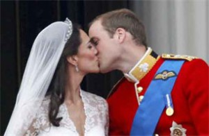 getrouwde-kate-middleton-en-prins-william-delen-2-korte-kussen_2_305x200-300x196 Kate Middleton's bruids makeup: