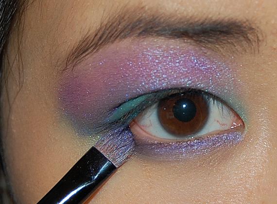 lijn-onder-de-ogen-met-paars HowTo? Purple rain look met Make-up Studio