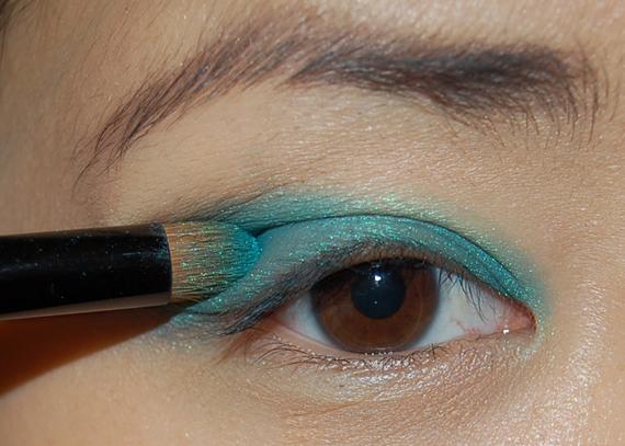 stap-1-penseel13-blue-emerald HowTo? Purple rain look met Make-up Studio