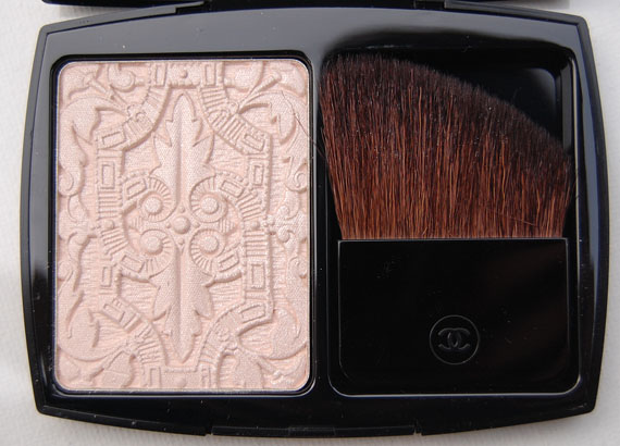 The-Beauty-Musthaves-Chanel-Lumiere-Schulptee-Highlighting-powder Les Scintillances de Chanel kerstcollectie 2011