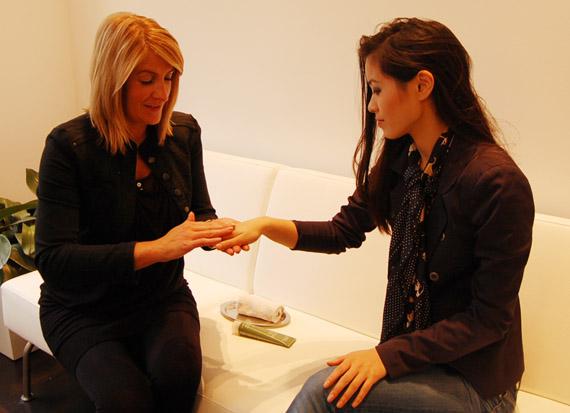 hand-massage-aveda-utrecht EVENT: Dag van de Duurzaamheid @ AVEDA