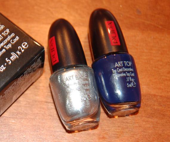 pupa-art-base-en-top Manicure: Zilveren lak met marine blauwe craquelé