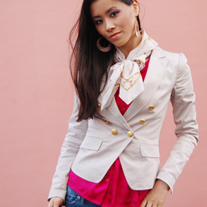 Avater_my-huong_fashion_the-beauty-musthaves Fashion: Witte blazer met gouden knoopjes