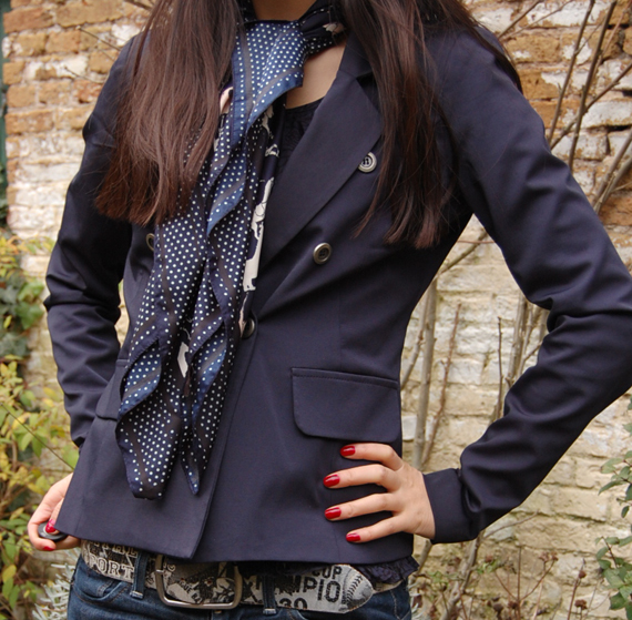 army-blue-jack Outfit: Marine blauwe blazer + tommy boots