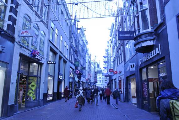 kalverstraat-shoppen- Kerstshoppen in Amsterdam + presentatie Aterna
