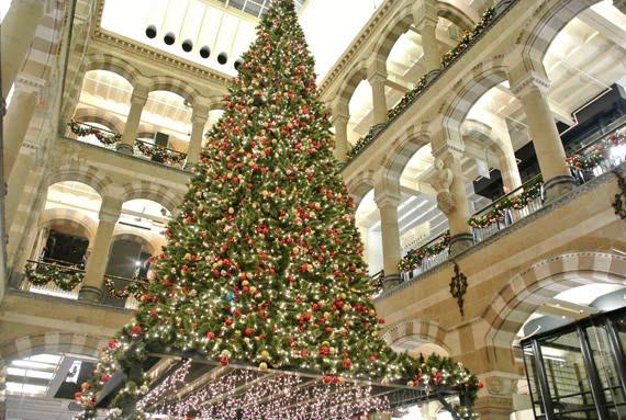 kerstboom-magna-plaza-sfeer Kerstshoppen in Amsterdam + presentatie Aterna