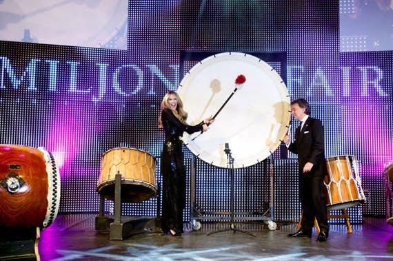 opening_-Elle-Macpherson EVENT: Miljonair Fair VIP Night 2011