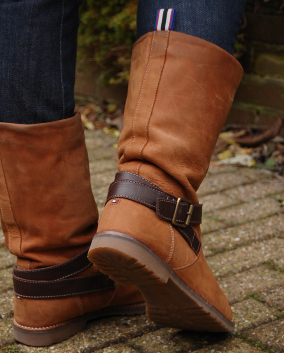 tommy-boots Outfit: Marine blauwe blazer + tommy boots