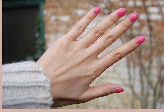 Buitenlicht-Dior-Pink-Kimono-hands-swatch Swatch: Dior Vernis Pink Kimono 483 (Rose Kimono)