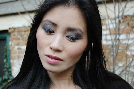 my-huong-look-of-today-urban-decay-books-of-shadows Face of the day: Glamourous with Urban Decay books of shadow IV
