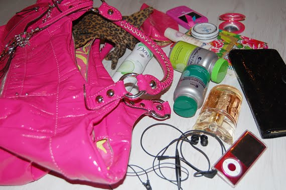 Ellens-guess-bag-inhoud-tas-whats-in-my-bag What's in Ellen's bag?