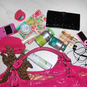 inhoud-tas-ellen-van-der-weide-guess-bag-pink-300x300 What's in Ellen's bag?