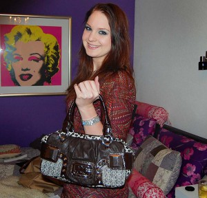 whats-in-my-bag-marieke-dijkstra-guess-tas-300x288 What's in Marieke's bag?