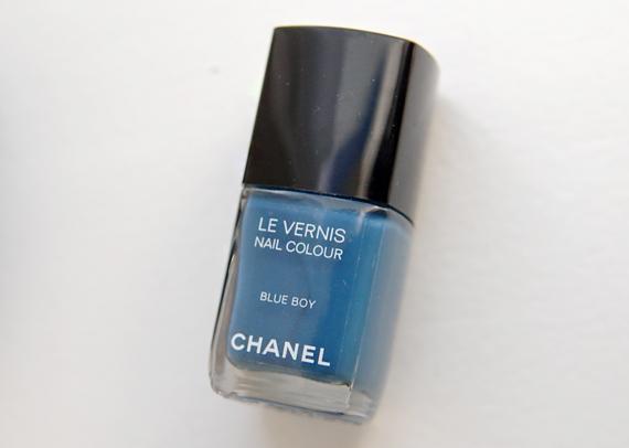 Blue-Boy-Le-Vernis-LEs-Jeans-de-Chanel Les Jeans de Chanel