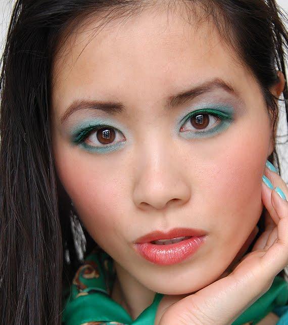 MY-HUONG-collistar-capri-look-summer-makeup-green-blue Wat voor artikelen zijn leuk?