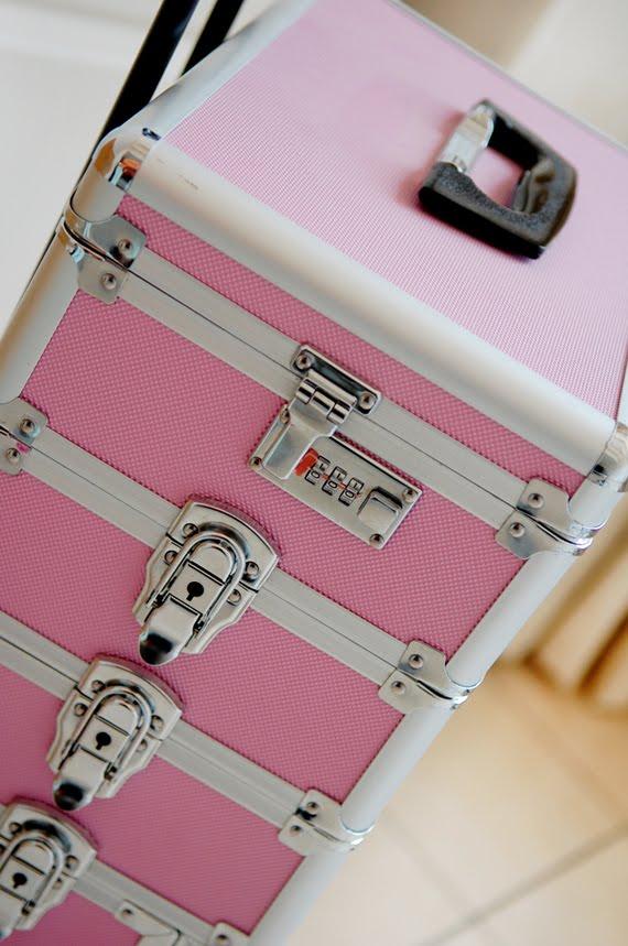 Make-up-koffer-roze-stash Je stash organiseren in een make-up trolley