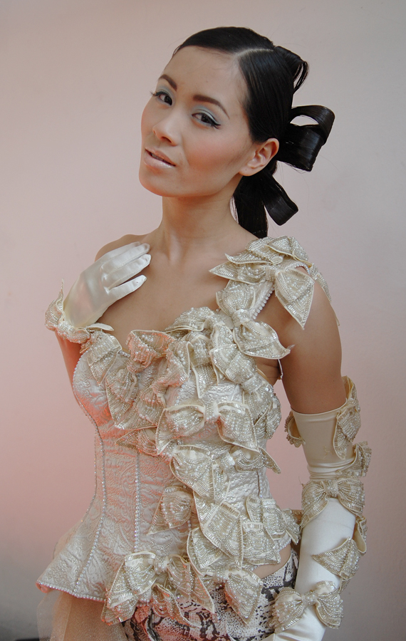 My-Huong-Wedding-dress-shoot-backstage Backstage foto's: Fotoshoot visagie magazine