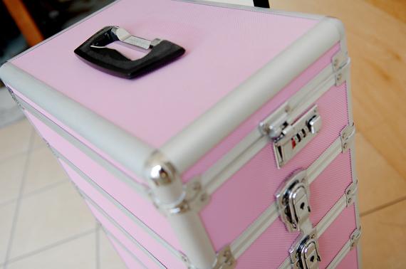 make-up-koffer-stash-trolley-roze-pink Je stash organiseren in een make-up trolley