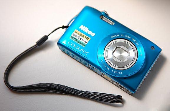 Blauwe-Blue-Nikon-Coolpix-S3300 Review: Nikon Coolpix S3300
