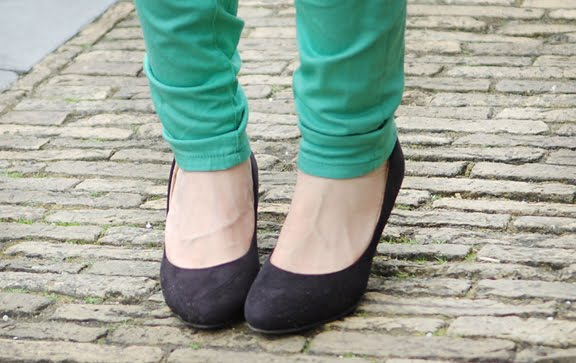 Zwarte-pumps-hm Look of today: Blue & Green