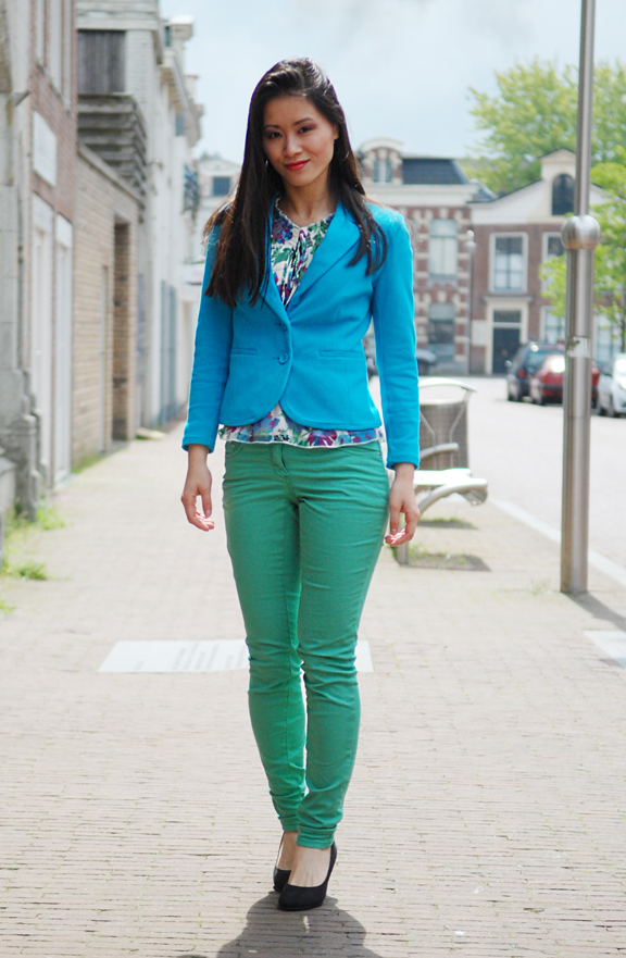 gekleurde-broek-groen-blauwe-blazer-colourblocking Look of today: Blue & Green