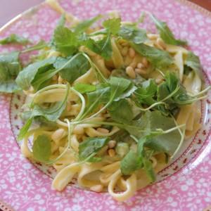 Vegetarisch-Tagliatella-met-groene-asperges-300x300 Recept: Tagliatelle met groene asperges, pijnboompitten en rucola
