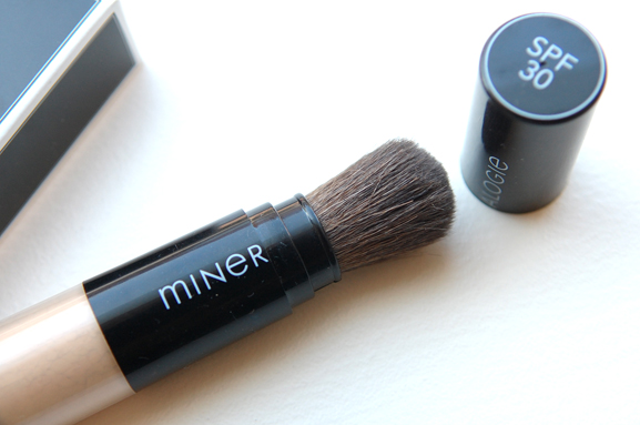 zon-berscherming-sunblocker-mineralogie Mineralogie BB cream &  Dispending brush