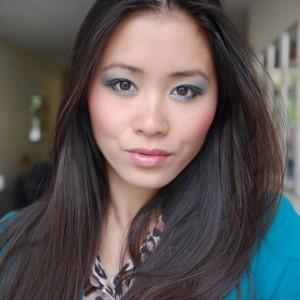avatar-my-huong-blue-eyes-look-face-of-the-day-300x300 Face of the day: Les Aqua