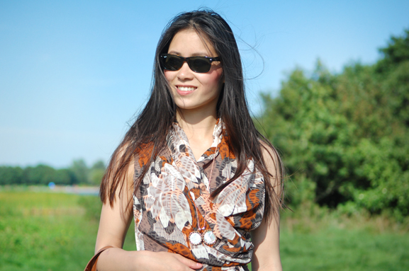 my-huong-outfit-jurk-mi-moneda-ray-bann Outfit: Day at the beach