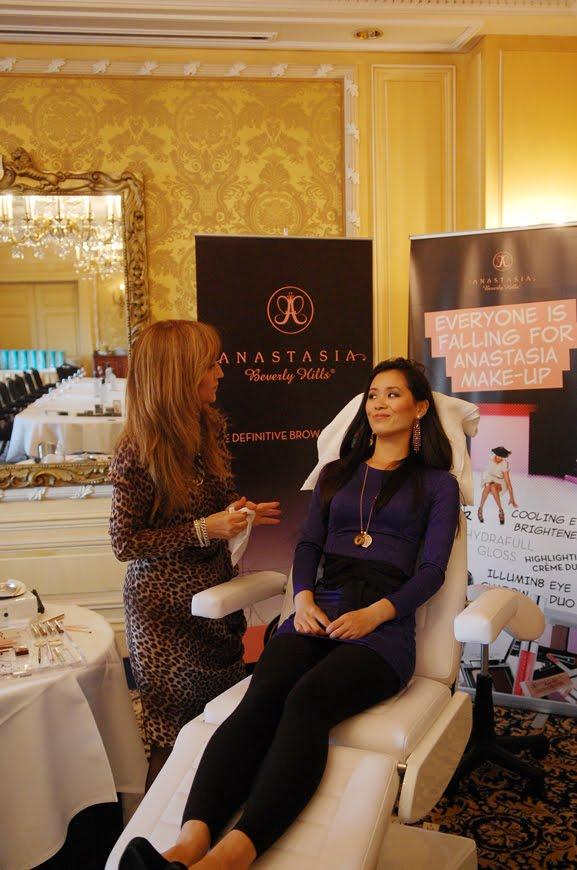 Anastasia-beverly-hills-brow-touch-up EVENT: Anastasia 'wenkbrauw guru' presenteert haar make-up collectie