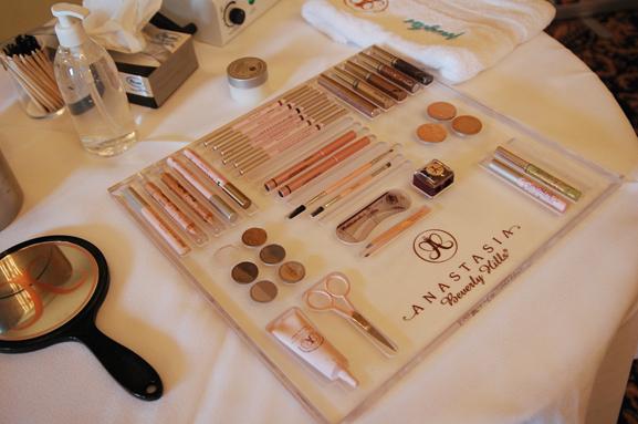 Anastasia-brow-touch-up EVENT: Anastasia 'wenkbrauw guru' presenteert haar make-up collectie