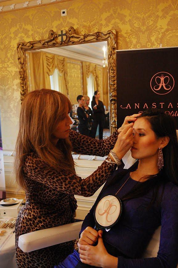 Anastasia-is-doing-my-brow EVENT: Anastasia 'wenkbrauw guru' presenteert haar make-up collectie