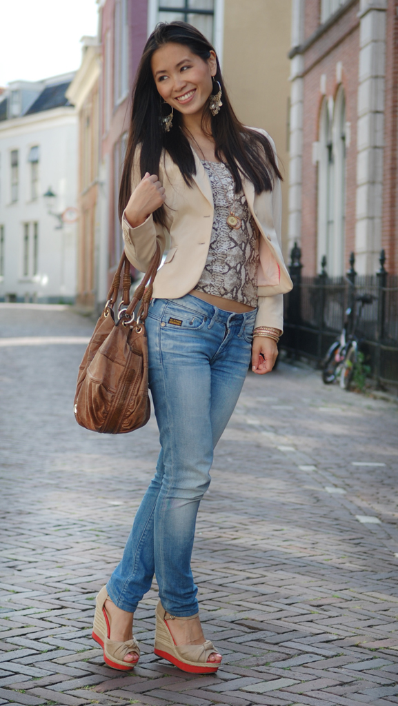 My-Huong-Look-outfit-snake-print-top-mi-moneda-outfit-gstar-guess Outfit: Snake meets beige