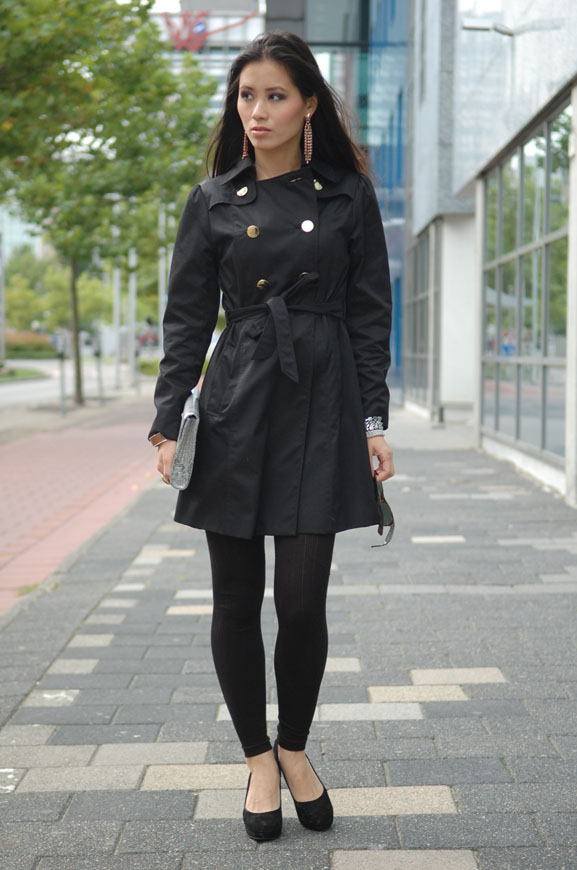 My-Huong-black-trenchcoat-pump-fab-black-legging-outfit-fashion Outfit: The blue dress