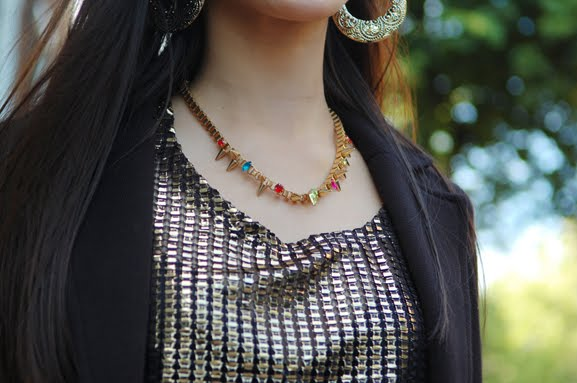 Outfit-look-zoom-studs-ketting-goud-accessoires Outfit: Black vs. Gold