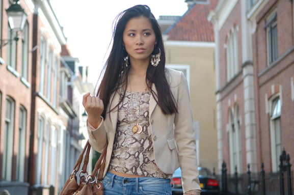 my-huong-outfit-look-2012-fashion-blogger-mi-moneda-snake Outfit: Snake meets beige