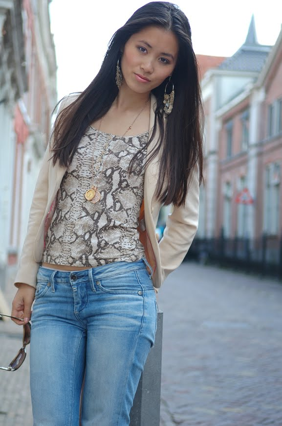 my-huong-outfit-snake-print-casual- Outfit: Snake meets beige