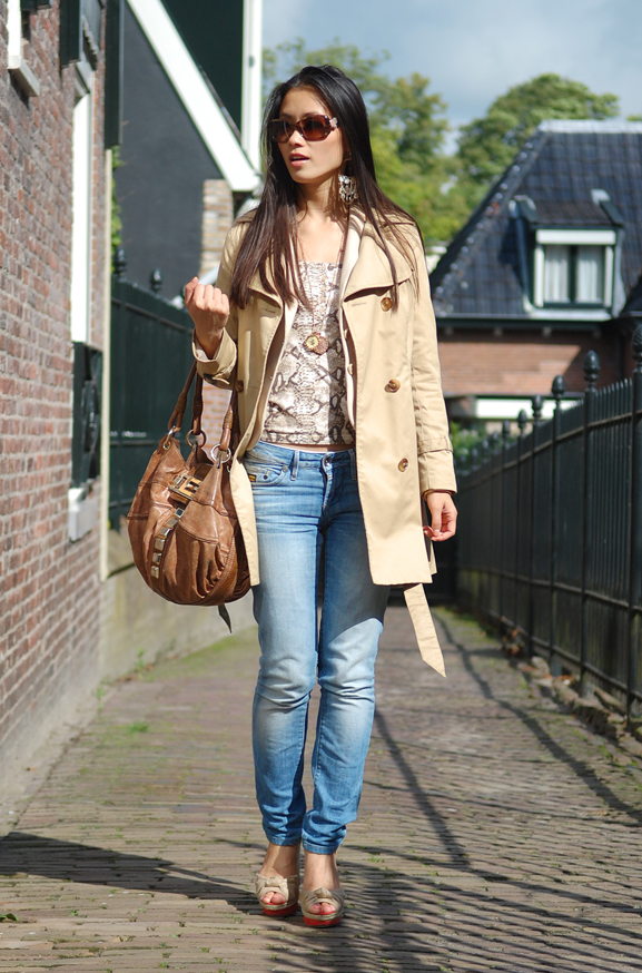my-huong-outfit-trenchcoat-casual-look Outfit: Snake meets beige