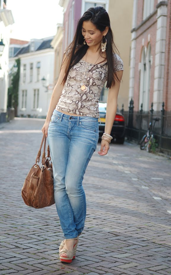 my-huong-snake-print-top-brown-mi-moneda-outfit Outfit: Snake meets beige