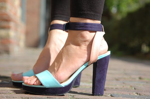 shoes-pictures-outfit-blue-pasteltinten-blauw Outfit: turquoise & peachy flowers