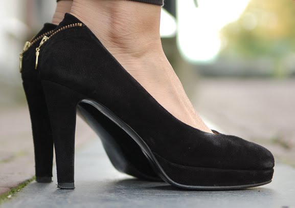 fab-pumps-black Outfit: Style in Burgundy