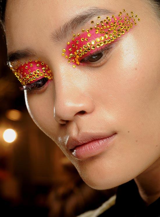 christian-dior-spring-2013-backstage-makeup TREND: Runway Make-up Dior 2013