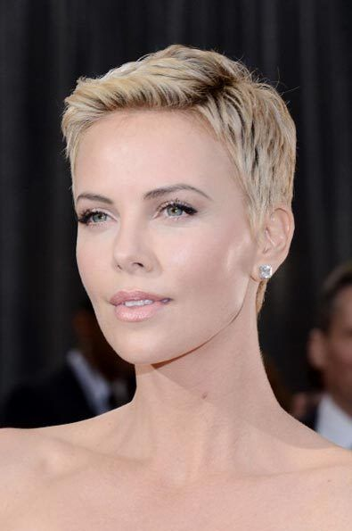 best_cropped_do_charlize_theron_18iljq2-18iljqa-oscar-look-hair Oscars 2013 Beauty Looks