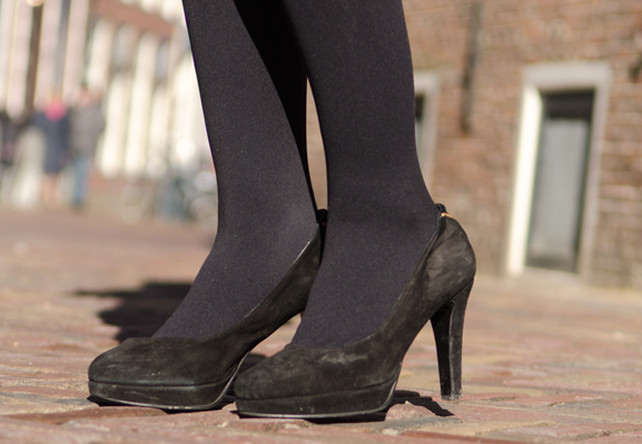Fab-pumps-black Outfit: The Black leather dress