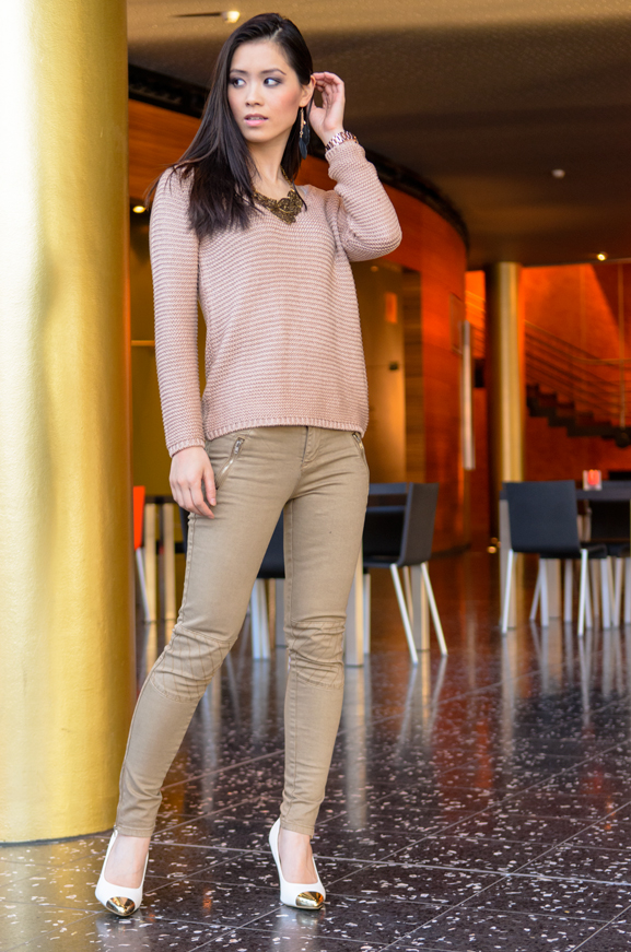 Max-30-look-rose-gold-trui-kaki-broek-leger-groen-army-Pumps-gold-white WIN! Chique Passion Rose outfit bij Max30.nl t.w.v. 80,85 euro