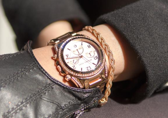 Michael-Kors-Rose-goud-Dji-Dji-bracelet-armband-rose-goud Outfit: The Black leather dress