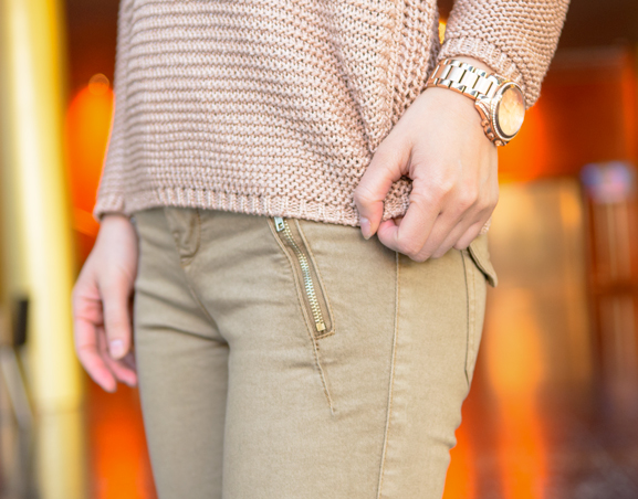 michael-kors-rose-gold-shirt-max30-army-green-pants WIN! Chique Passion Rose outfit bij Max30.nl t.w.v. 80,85 euro