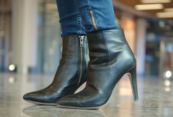 Driekwart-laarsjes-black-boots OUTFIT: The classic office look