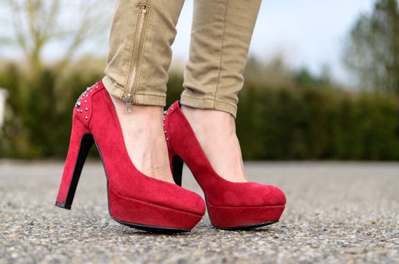 Schoenen-pumps-red-miss-roberta Outfit: Lady in Red