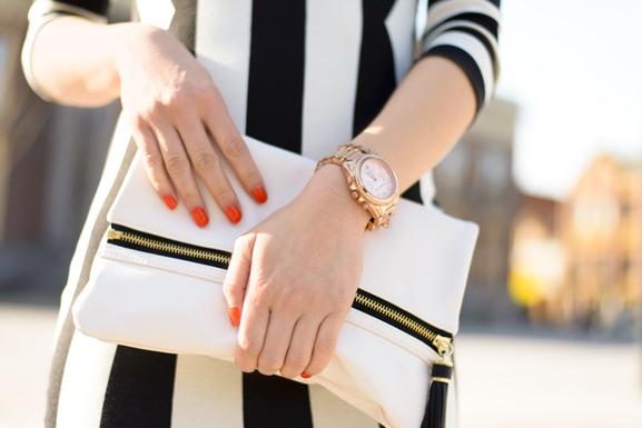 clutch-outfit-striped-jurk OUTFIT: The striped dress